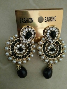 gold,pearl and onyx studded earrings