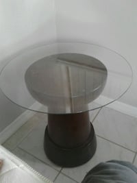 Small glass top end table Tampa, 33619