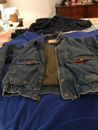 Blue jean jacket. Large.good condition. Will meet at Walgreens in Flowood  Brandon, 39047