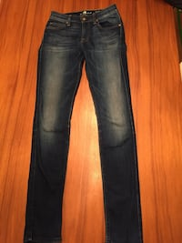 Seven jeans - mid rise roxanne (size 26) Mississauga, L5G 3P5