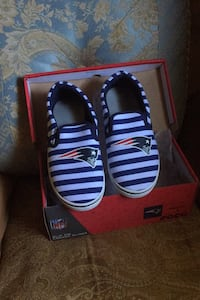 New womans size 8 patrots sneakers