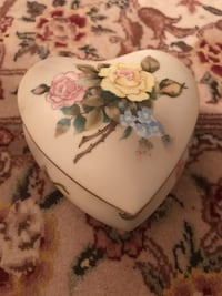 Victorian garden Heart shaped Jewelry case Reston, 20190