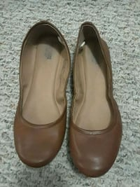 pair of Mossimo Supply Co. brown leather flats 27 km