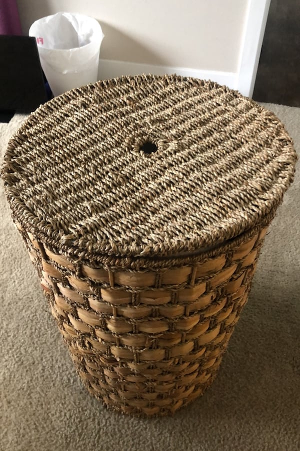 Large Woven Hamper with Lid 561693b4-fd7d-4c7e-8e73-cf26ab0c7d98