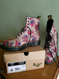pink-and-black floral Dr. Martens boots with box Walden, 12586
