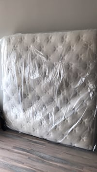 white and gray floral mattress Alexandria, 22305
