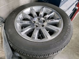2013 Chrysler 300 wheels and tires