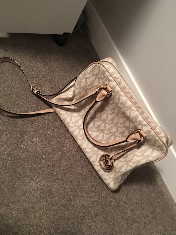 8b3017f90a1bbf Used MK purse for sale in Calgary - letgo