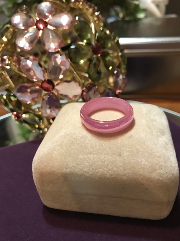 Pretty! Pink ! Unique Vintage Plastic Ring 3