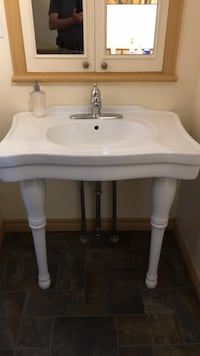 white ceramic sink with faucet Lévis, G6Y 0X1