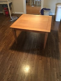 Maple table Frederick, 21701