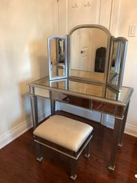 Silver make up vanity with chair  Mississauga, L5E