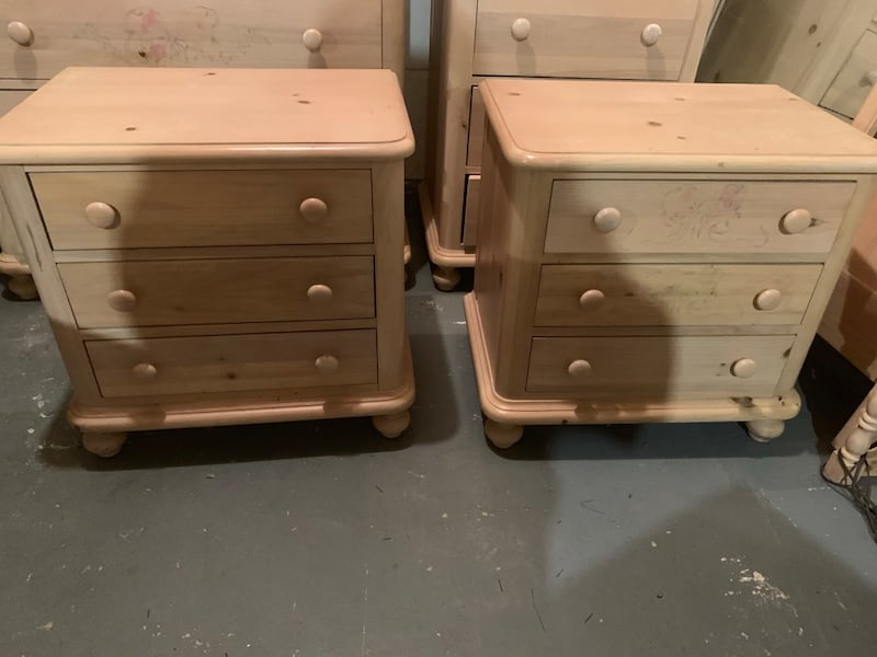 Used First Impressions By Thomasville 10 Piece Bedroom Set For