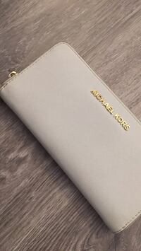 Authentic white leather Michael Kors Wallet Vancouver, V6K 2E4