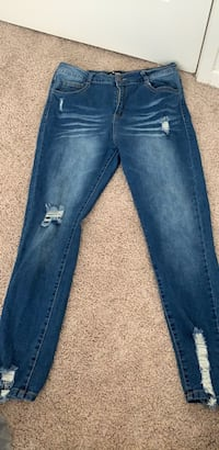 Women's Ripped Jeans Size 9 Hagerstown, 21740