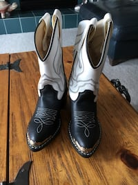 New Cowboy Boots. Fits child 9. 3 to 4 Years old Cochrane, T4C 1K6