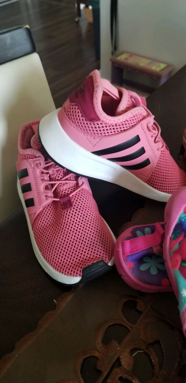 Toddler girl shoes  9e29b1ed-46f2-44ad-91ea-a6979aab732b