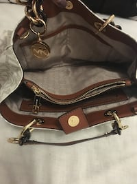 black and brown leather shoulder bag Montréal, H3W 1K9