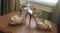 pair of white ankle-strap pumps New York, 11368