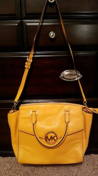 Michael kors purse Lubbock, 79424
