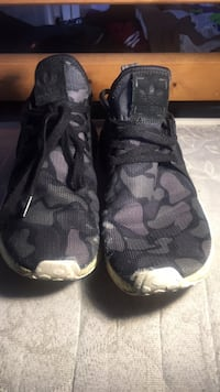 pair of black-and-gray Nike basketball shoes 600 mi