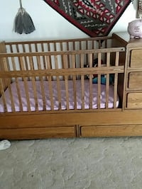 Oak crib with mattress and 5 drawer s