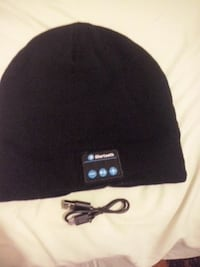 black and gray fitted cap 776 km