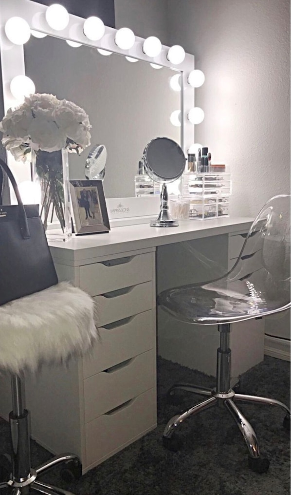 New Gorgeous Vanity Desk 10 Drawers Unit Large Professional Hollywood Mirror Available Delivery