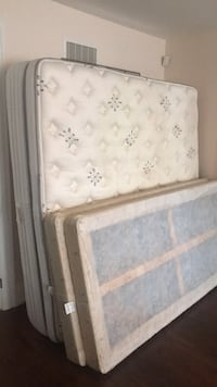 white and gray floral mattress Vaughan, L4H 3J6