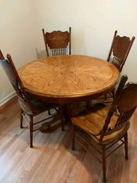 round brown wooden pedestal table with four chairs Ridgeville, 29472