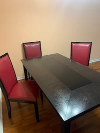 Table set in excellent condition.