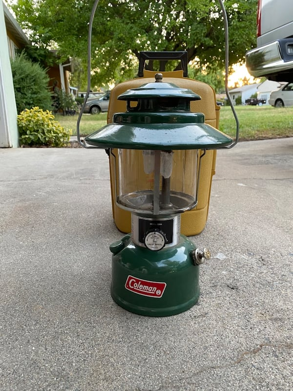 Coleman lantern with carrying case and original instructions  9ecaf964-2b34-4db9-9a7e-669a26f23f38