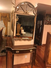 Beautiful fantastic mirror with stand  Roslyn Heights, 11577