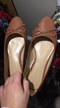 pair of brown leather bow-accent ballet flats