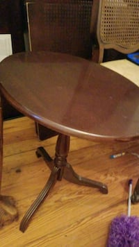 round brown wooden pedestal table New Bedford, 02744