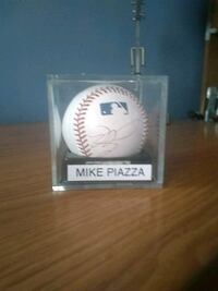 Mike Piazza Autographed Baseball Malverne, 11565