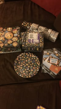 Assorted emoji print plates and cups Columbia