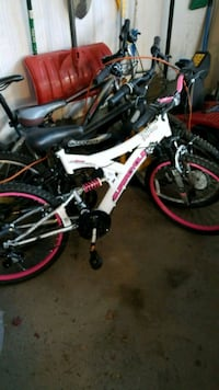 New White and pink bike Richmond Hill, L4B 4V9