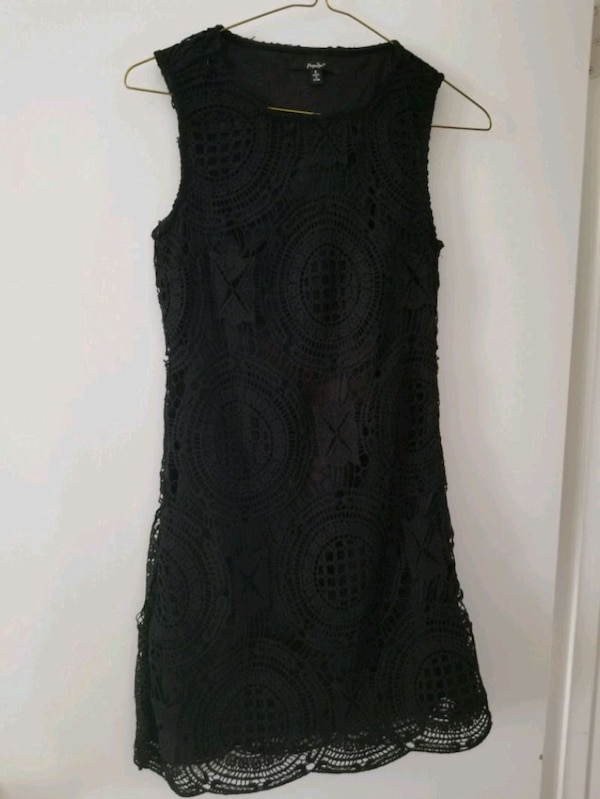 Girl's black sleeveless dress