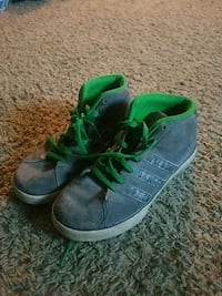 pair of gray-and-green sneakers Marysville, 43040