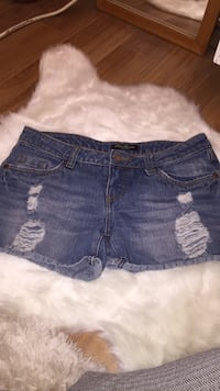 Size 3 denim shorts  Vernon, V1H 1J2