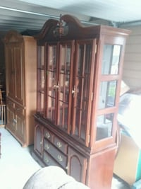 2 piece lighted China hutch Wenatchee, 98801
