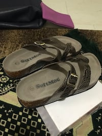SoftMoc gold and black color sandals size 7 new in the box  Hamilton, L9C