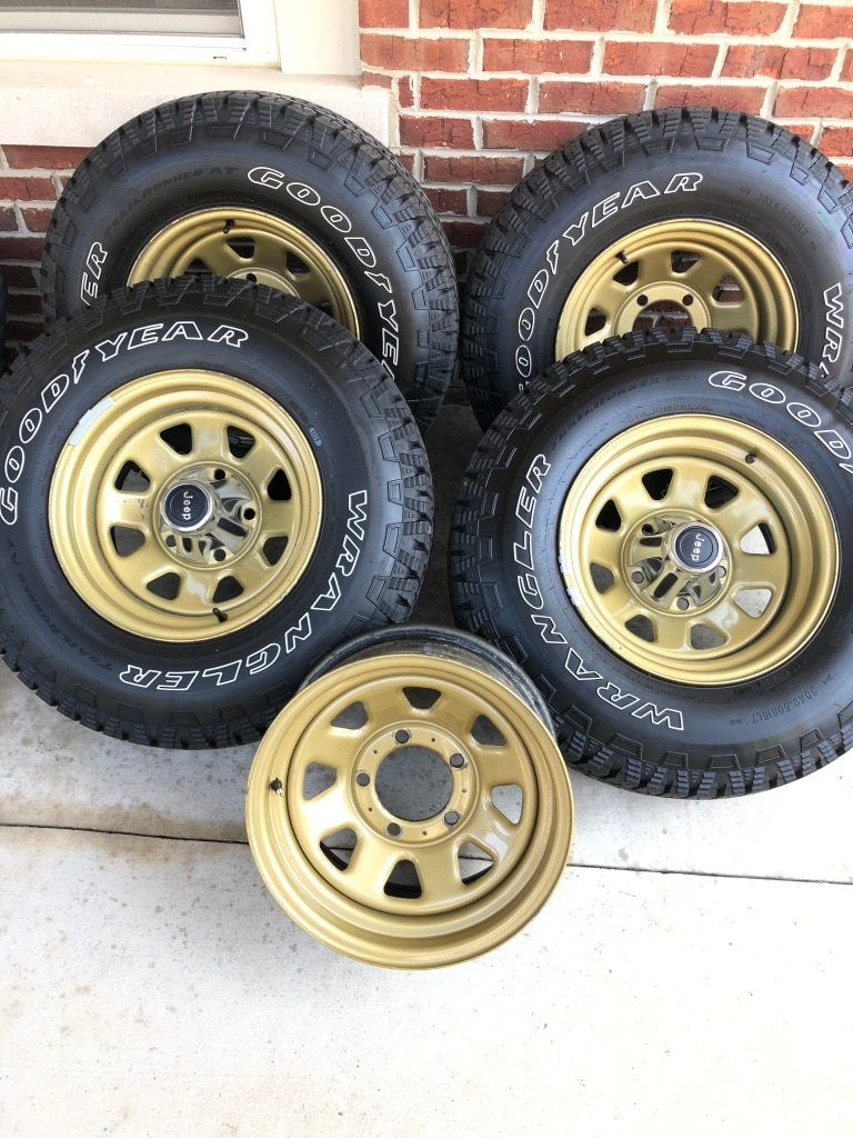 Photo Genuine Jeep CJ Wagon Wheel & Tires, 15x8