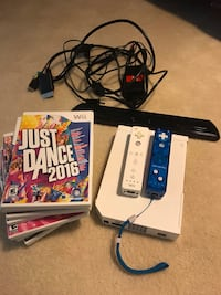Wii, 2 controllers and 9 games  La Plata, 20646