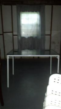 Glass top dinning room table set Almost new used a couple times Silver Spring, 20902