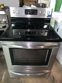 Frigidaire Gallery glass top electric ranges working perfectly Baltimore, 21223