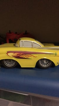 yellow and black car die-cast model Aldie, 20105