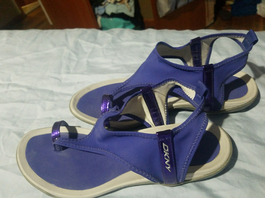 DKNY SIZE 7 WATERPROOF SANDALS  - United States