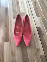 Pair of pink patent leather pointed-toe pumps Maple Ridge, V2X 8T3